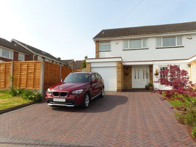3 Bedrooms Semi Detached House for sale in All Saints Drive,Four Oaks,Sutton Coldfield