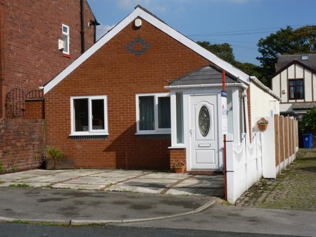 2 Bedrooms Detached Bungalow for sale in Balmoral Road Ashton In Makerfield Wigan