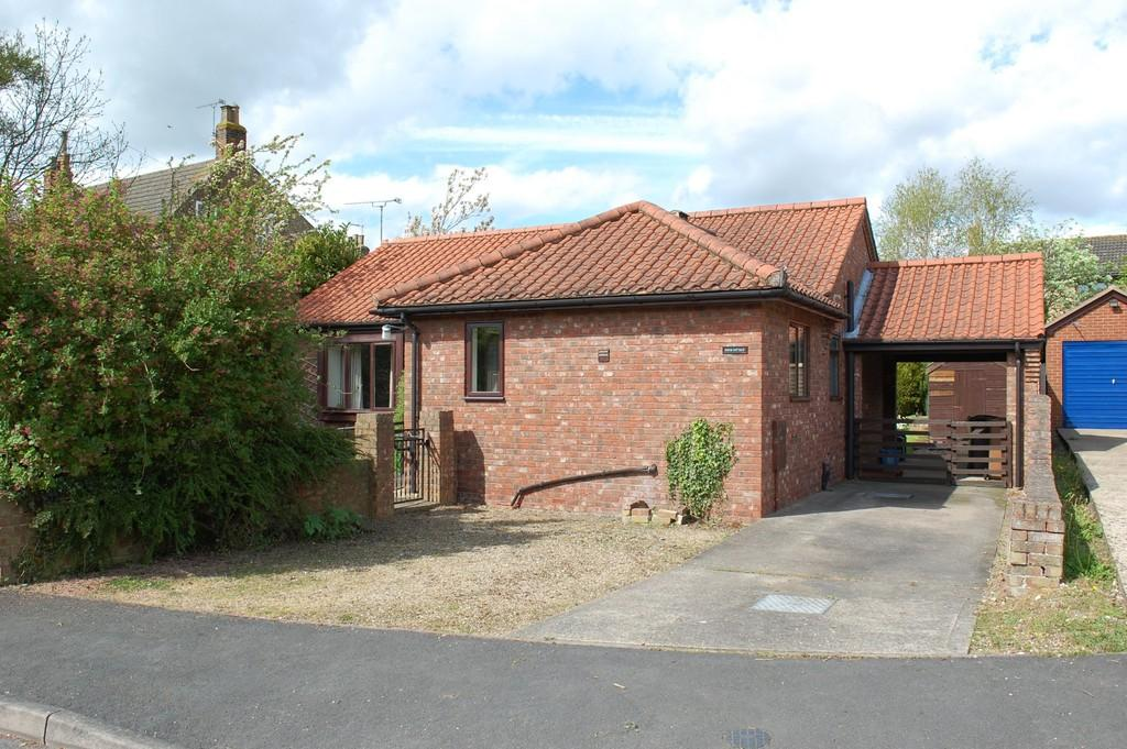 2 Bedrooms Detached Bungalow for sale in South Street, Barnetby Le Wold, North Lincolnshire