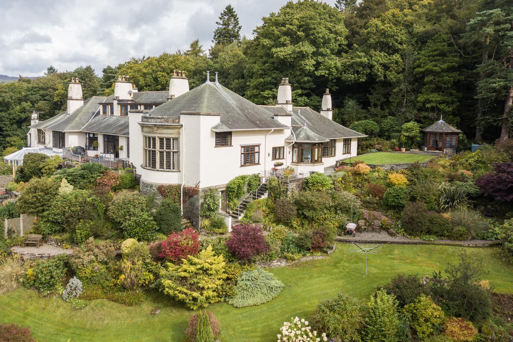 3 Bedrooms Semi Detached Bungalow for sale in 3 The Hoo, Ambleside Road, Windermere, Cumbria, LA23 1NF