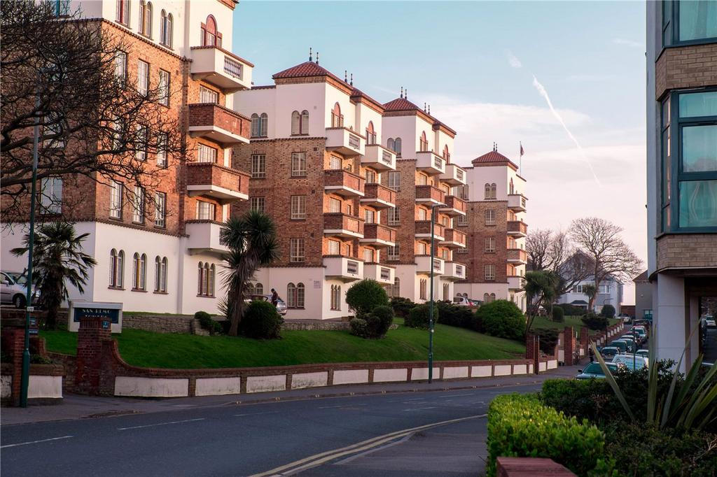 2 Bedrooms Flat for sale in San Remo Towers, Sea Road, Bournemouth, Dorset, BH5