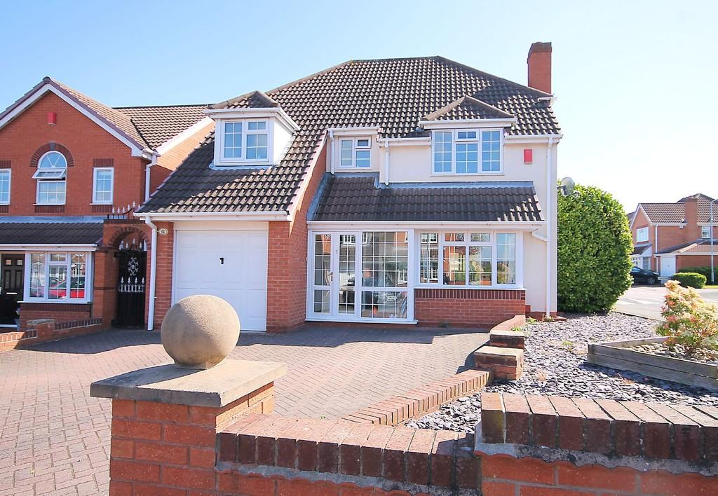 4 Bedrooms Detached House for sale in Redcliff, Amington, B77 3QP