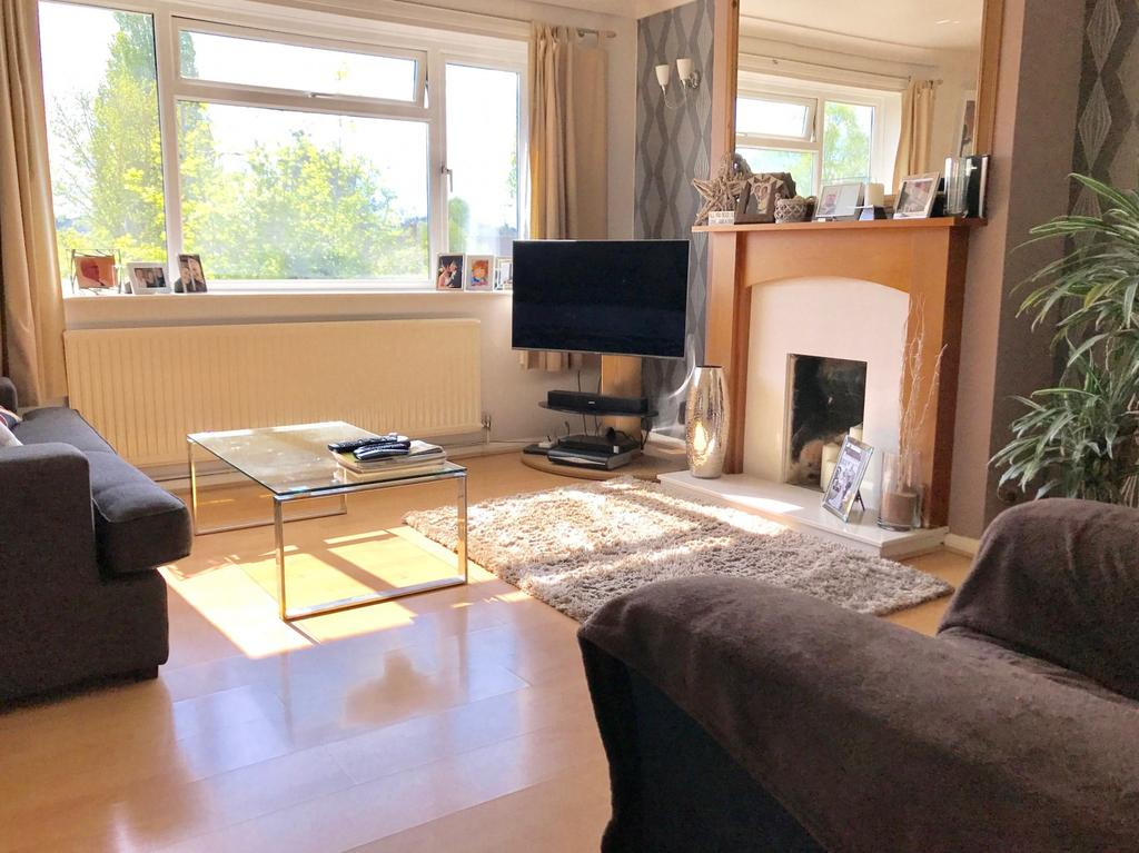 2 Bedrooms Maisonette Flat for sale in Eastfield House, Bobmore Lane