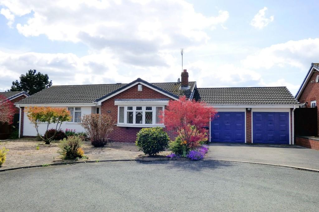 3 Bedrooms Detached Bungalow for sale in Gatcombe Close, Stretton