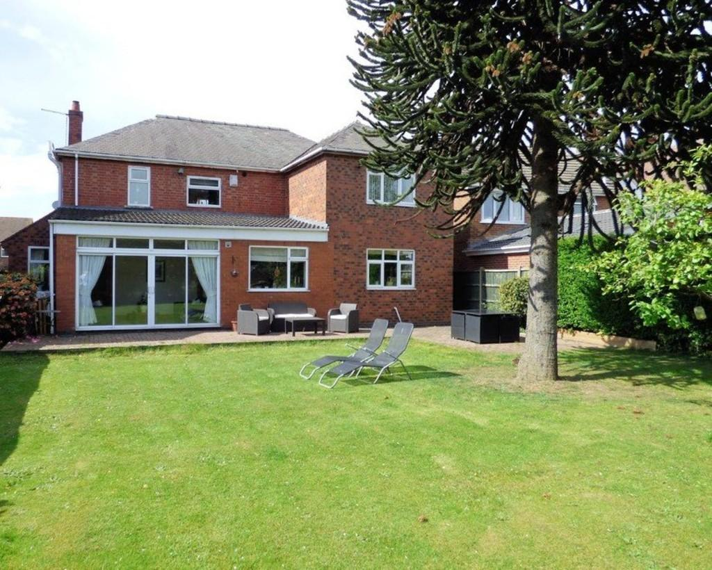4 Bedrooms Detached House for sale in Church Road, Stretton