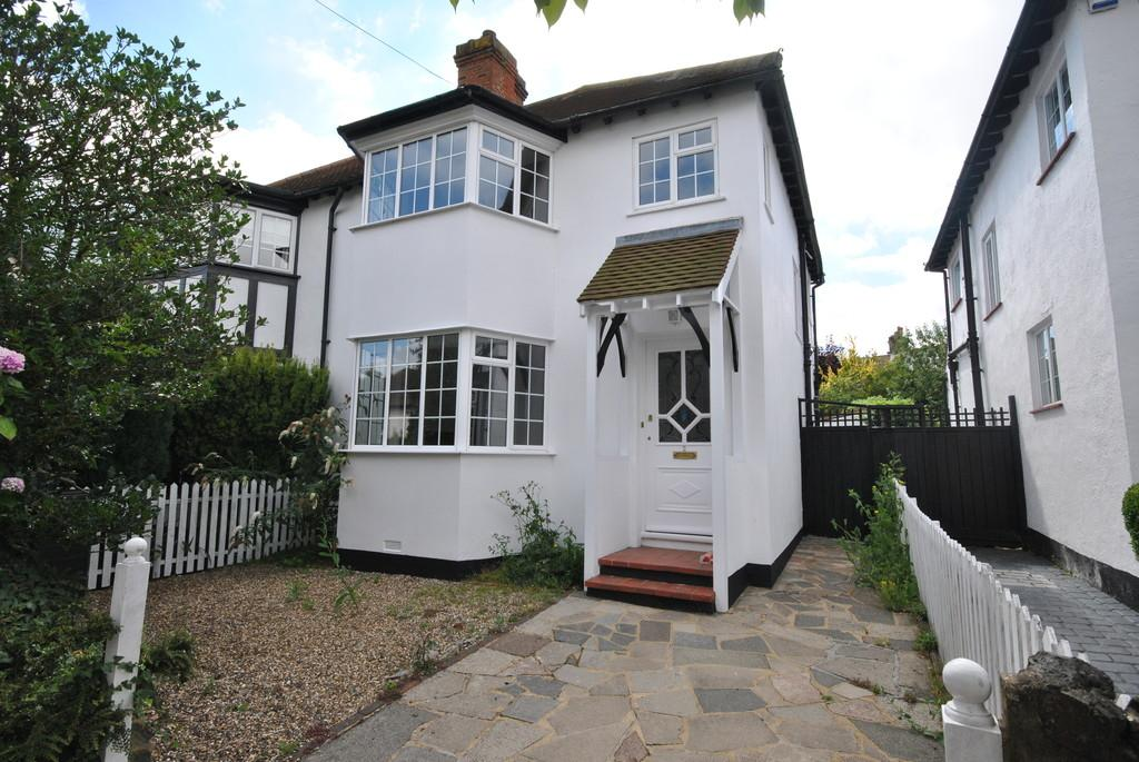 3 Bedrooms Semi Detached House for sale in Ray Walk, Leigh-on-Sea