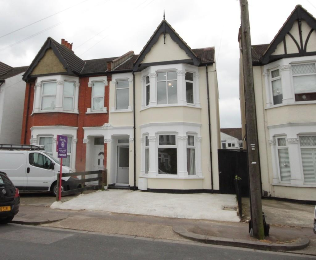 4 Bedrooms Semi Detached House for sale in Claremont Road, Westcliff-on-Sea