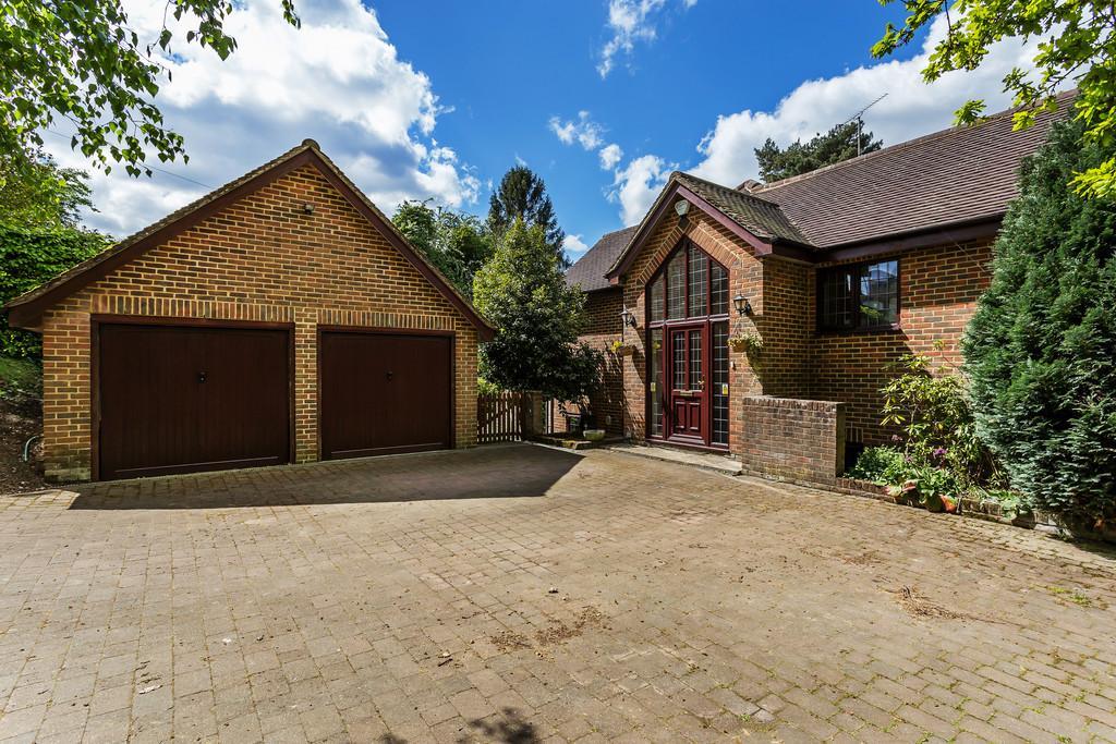 4 Bedrooms Detached House for sale in Bridgefield, Farnham