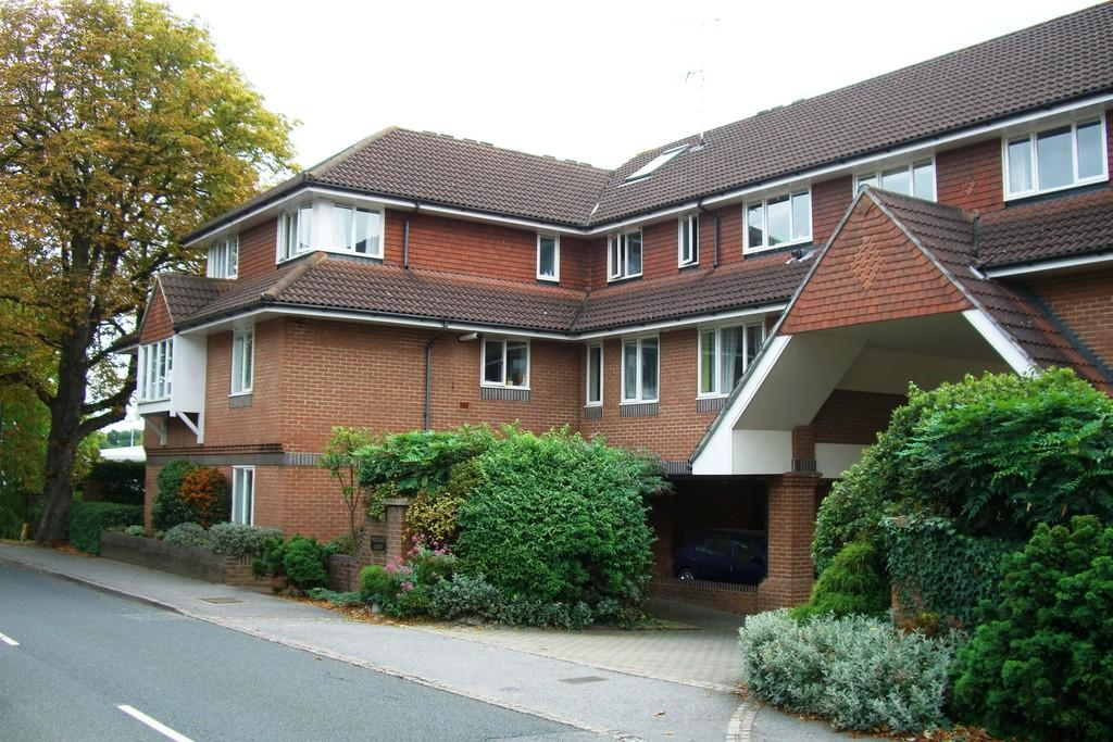 2 Bedrooms Apartment Flat for sale in Guildford Road, Farnham