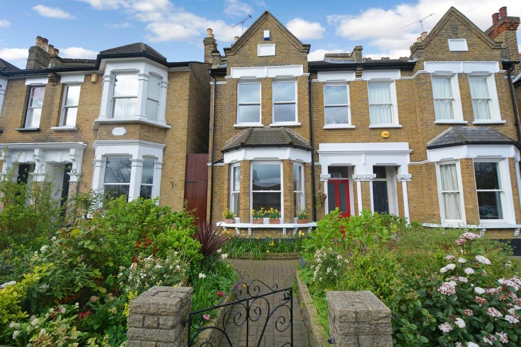 4 Bedrooms Semi Detached House for sale in Spratt Hall Road, Wanstead