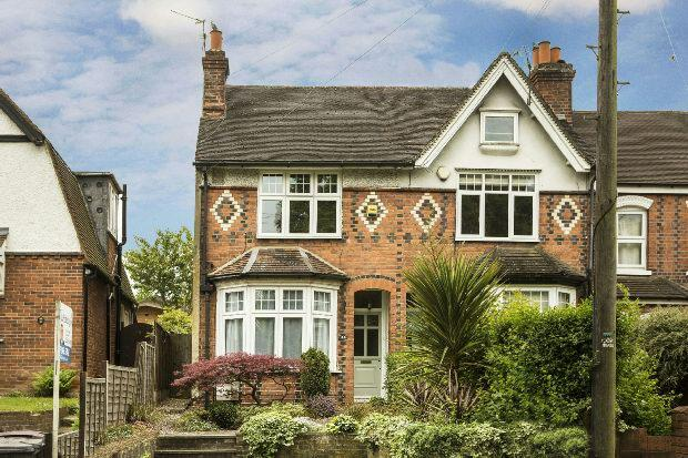 3 Bedrooms End Of Terrace House for sale in Water Road, West Reading,