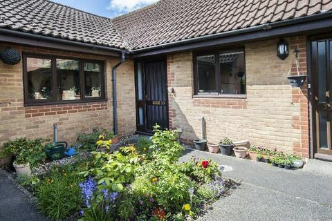 2 bedroom semi-detached bungalow for sale - Burrcroft Court, Tilehurst, Reading,