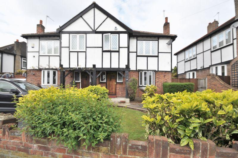 3 Bedrooms Semi Detached House for sale in Arcadian Avenue, Bexley