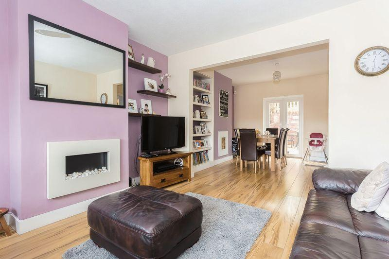 3 Bedrooms Semi Detached House for sale in Oaks Road, Kenley