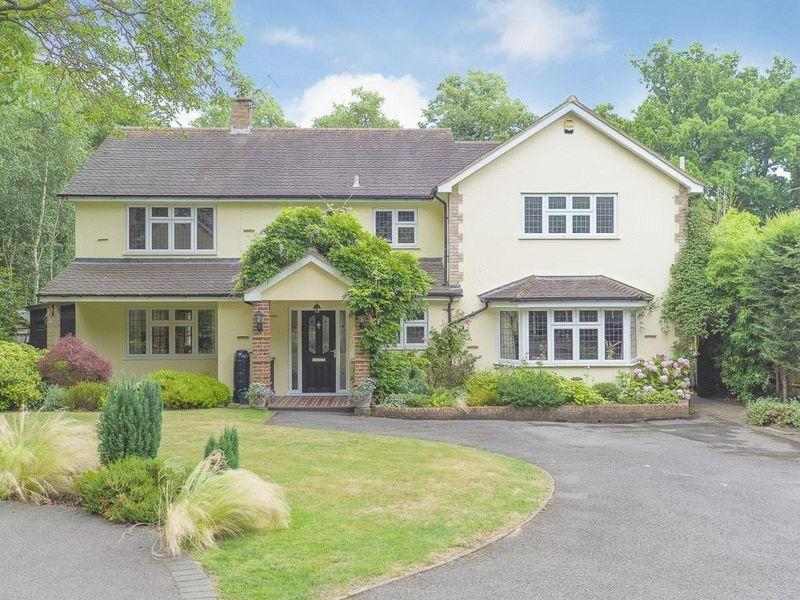4 Bedrooms Detached House for sale in LITTLE BOOKHAM