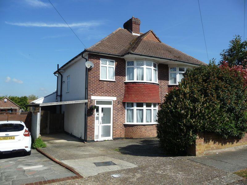 3 Bedrooms Semi Detached House for sale in High Beeches, Orpington
