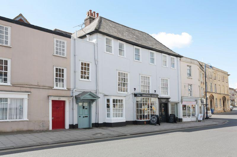 4 Bedrooms Terraced House for sale in , Devizes, Wiltshire,SN10 1NP