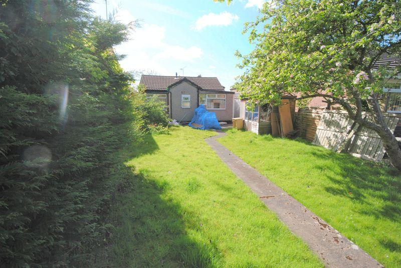 2 Bedrooms Detached Bungalow for sale in Arrowe Avenue, Moreton
