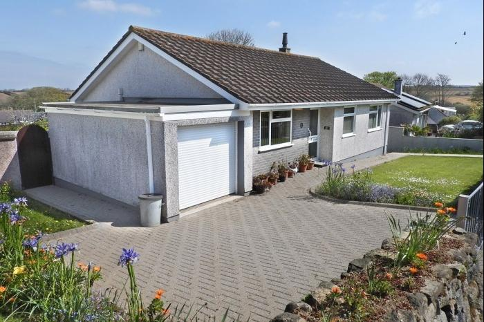 3 Bedrooms Bungalow for sale in 14 FORTHVEAN, GODOLPHIN CROSS, TR13