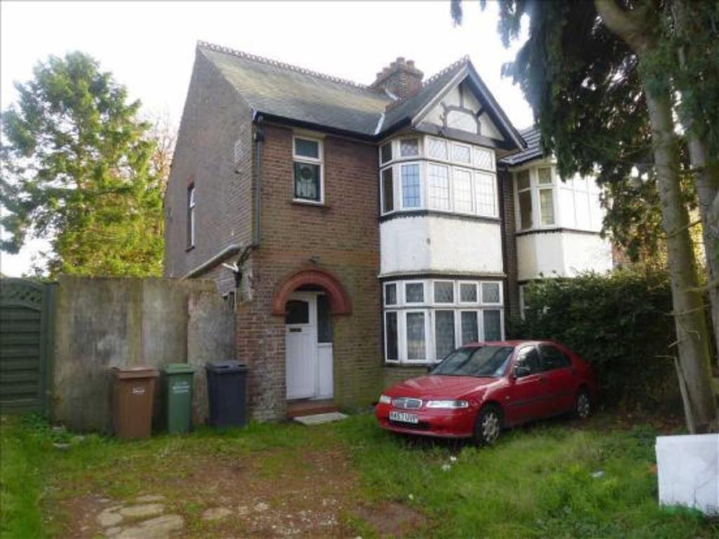 3 Bedrooms Semi Detached House for sale in Crawley Green Road, LUTON, Luton