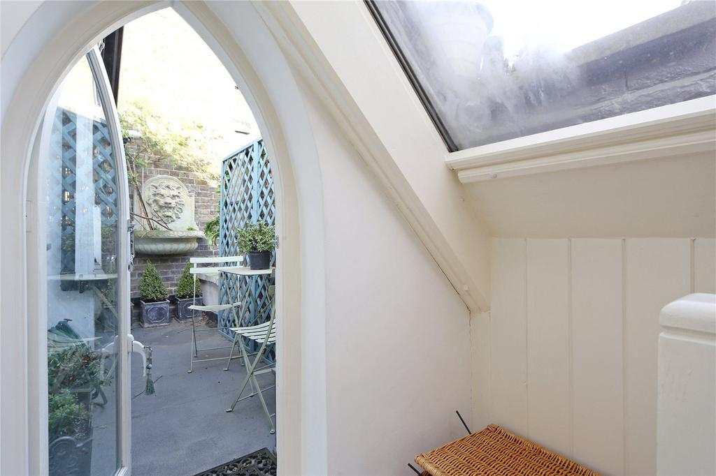Stratford road kensington london w8 2 bed mews 1 695 000 for 10 dobbs terrace scarsdale
