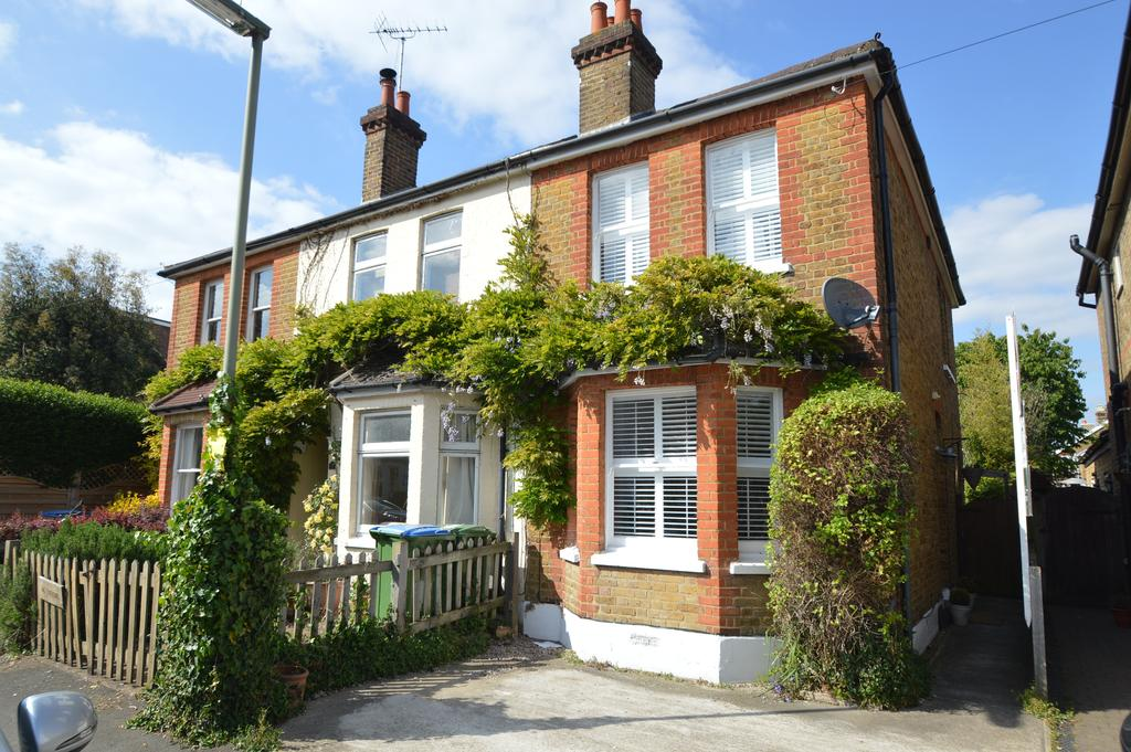 3 Bedrooms Semi Detached House for sale in Albany Road, HERSHAM KT12