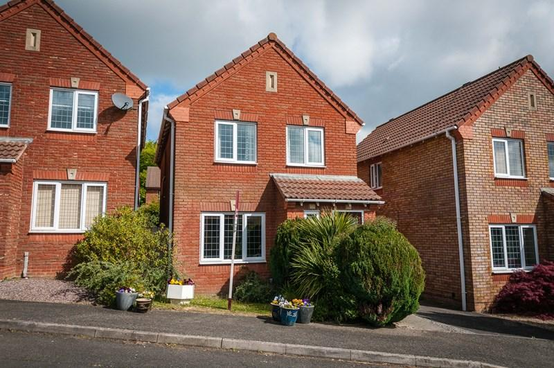 3 Bedrooms Detached House for sale in Pipit Meadow, Uckfield