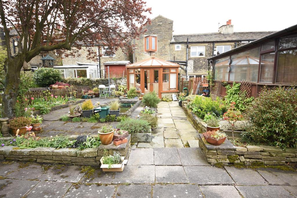 2 Bedrooms Terraced House for sale in Shelf Moor, Shelf, Halifax