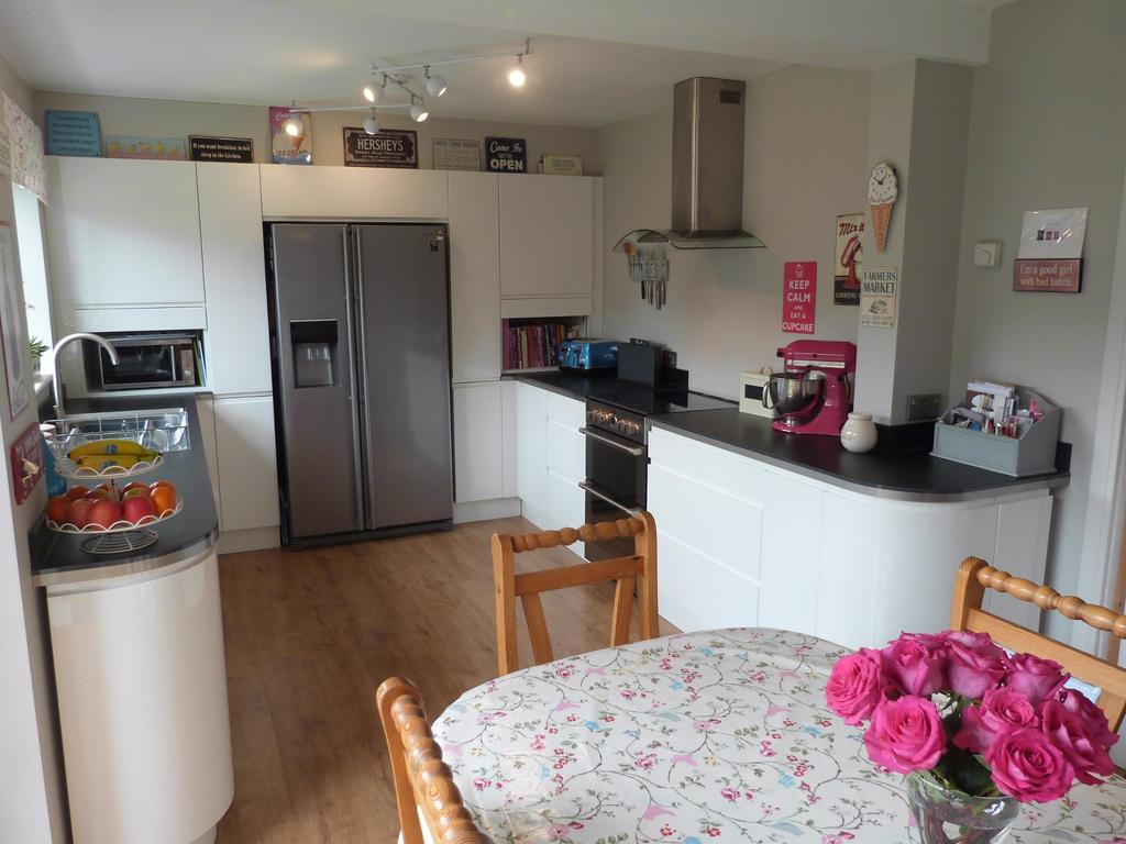3 Bedrooms Terraced House for sale in McNair Close, Selsey
