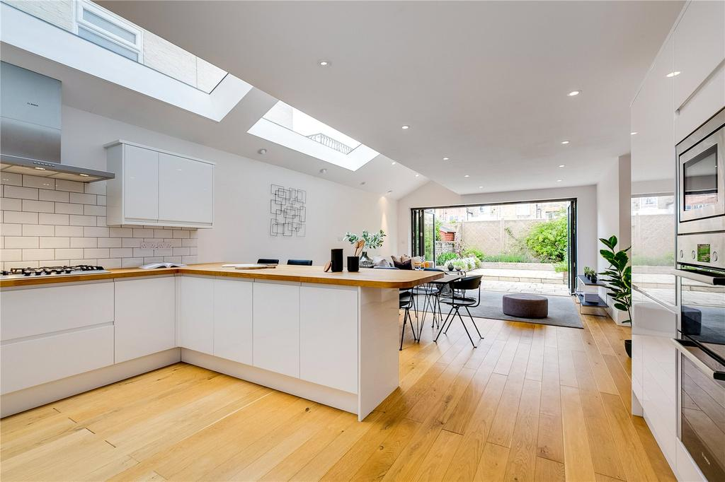 4 Bedrooms House for sale in Chaldon Road, Fulham, London
