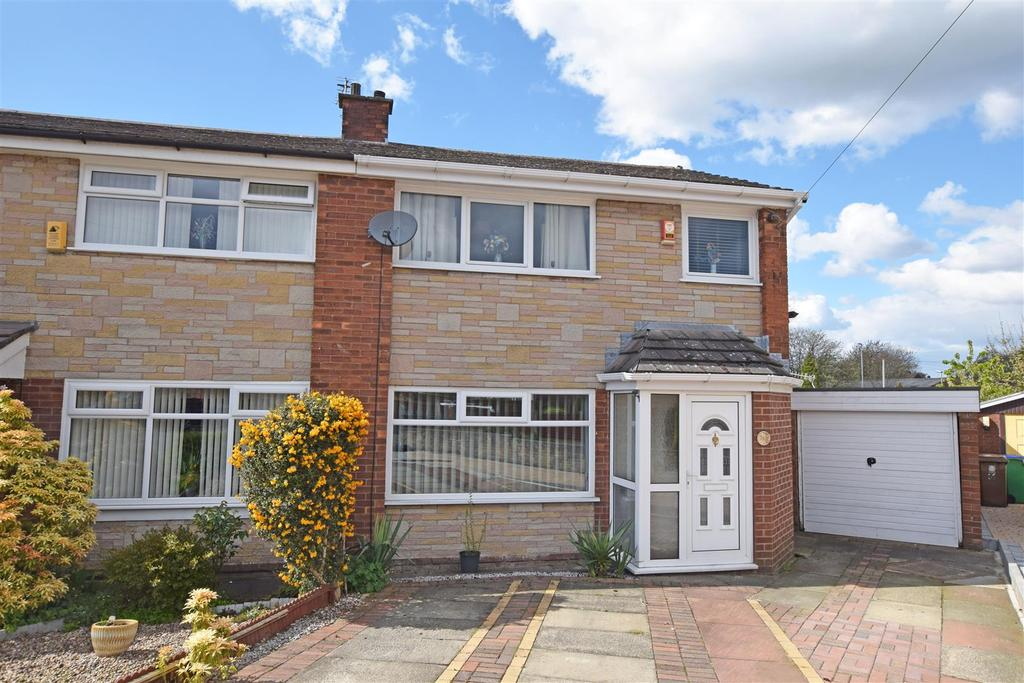 3 Bedrooms Semi Detached House for sale in Chilton Drive, Middleton