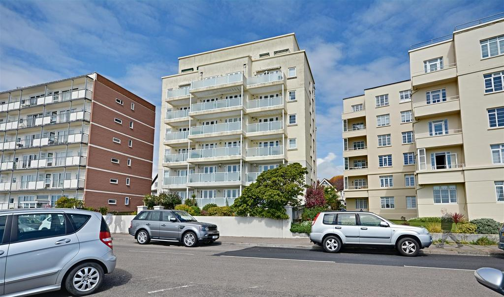 3 Bedrooms Flat for sale in Bedford Avenue, Bexhill-On-Sea