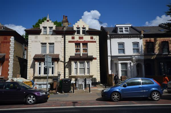 2 Bedrooms Apartment Flat for sale in Romford Road , E7