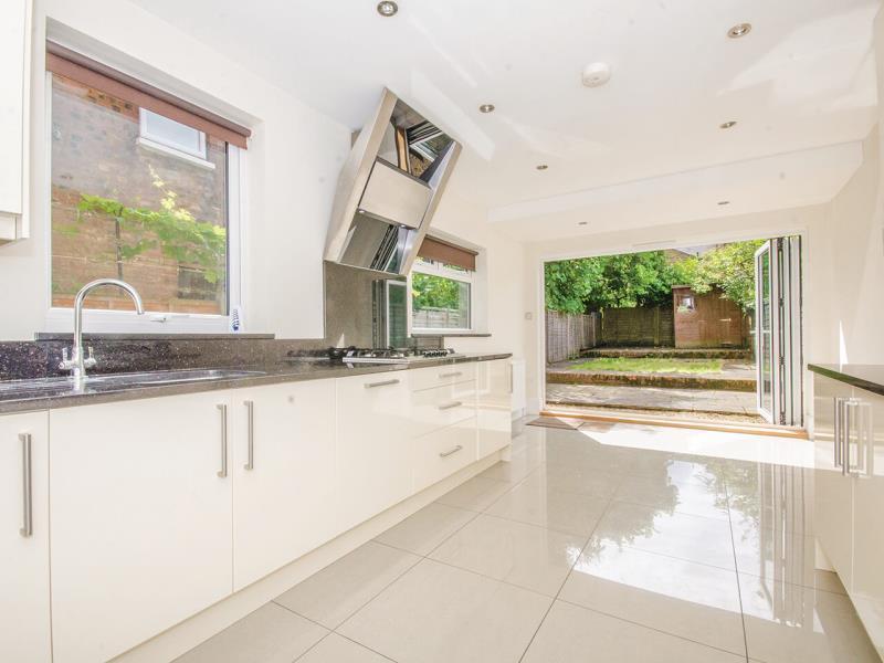 4 Bedrooms Terraced House for sale in Bedford Road, N2