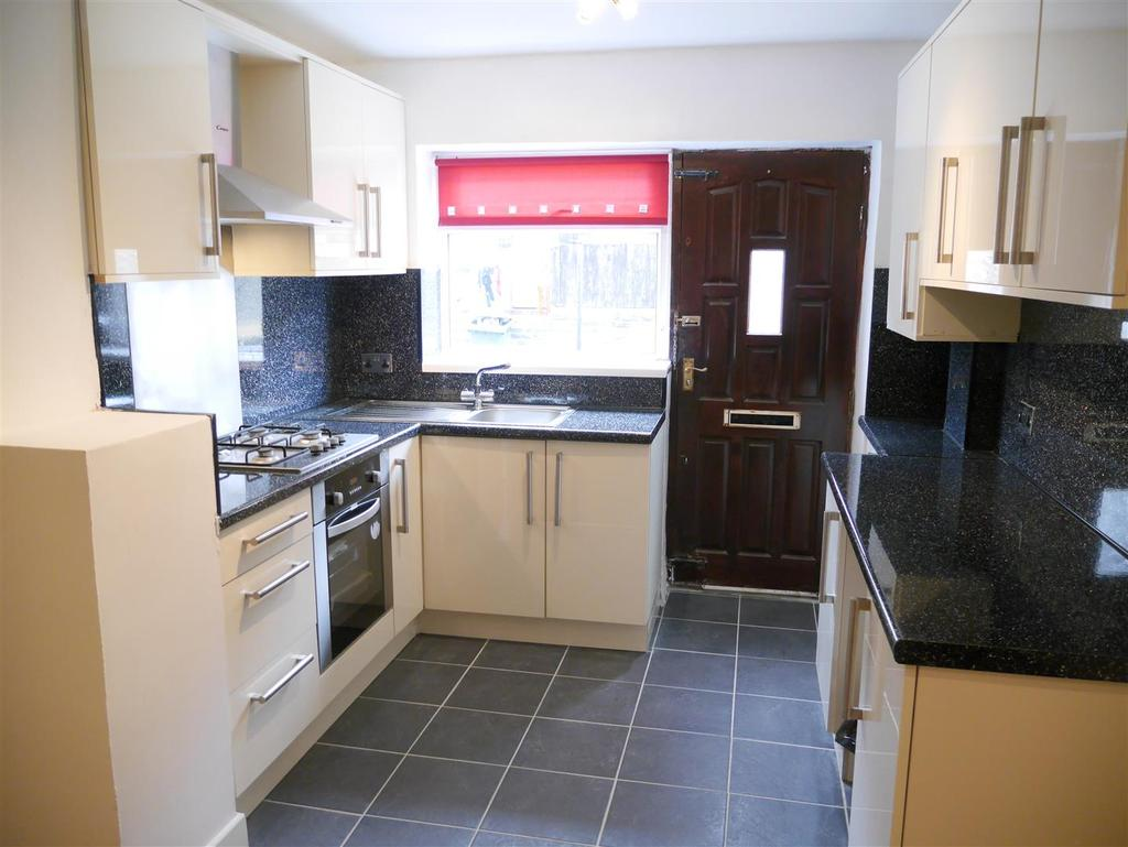 3 Bedrooms Terraced House for sale in Keswick Street, Bradford, BD4 8PX