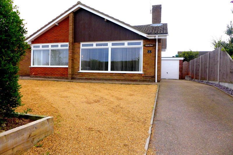 3 Bedrooms Detached Bungalow for sale in Hillside Avenue, Worlingham, NR34