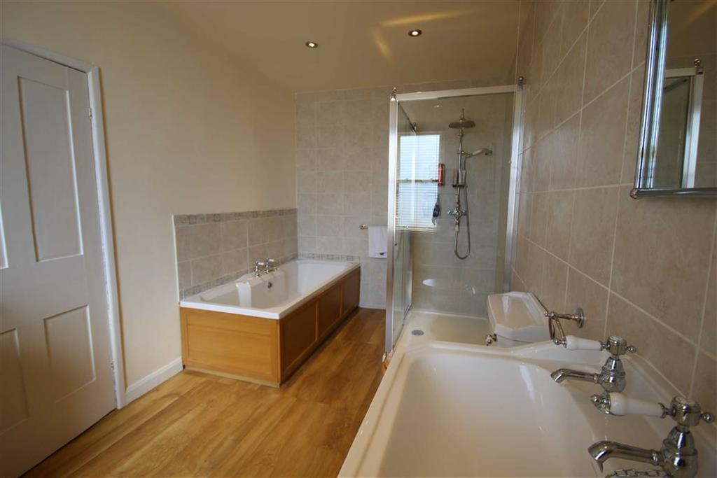 Orchard court tewkesbury gloucestershire 3 bed townhouse for In the bathroom tewkesbury