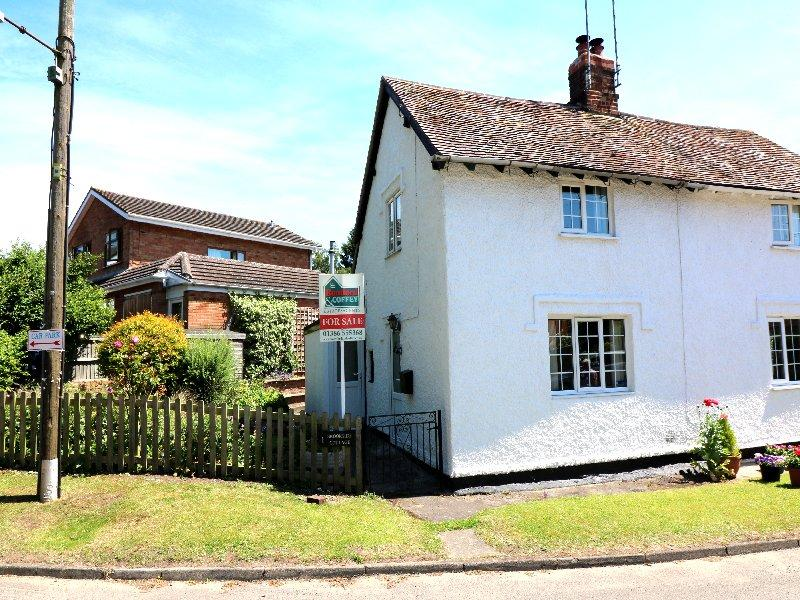 2 Bedrooms Cottage House for sale in Brookside Cottage, Brook Lane, Charlton near Pershore WR10