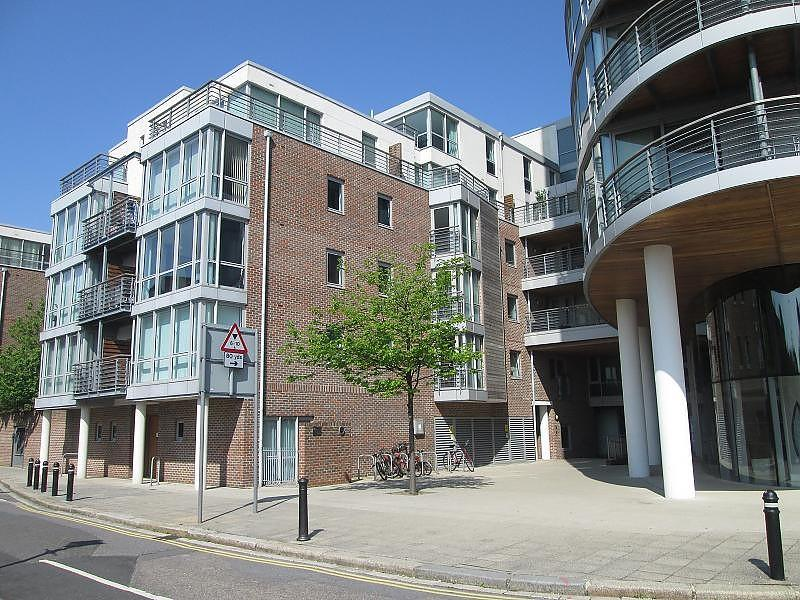 2 Bedrooms Flat for sale in Marlborough House, Admiralty Road, Portsmouth, PO1