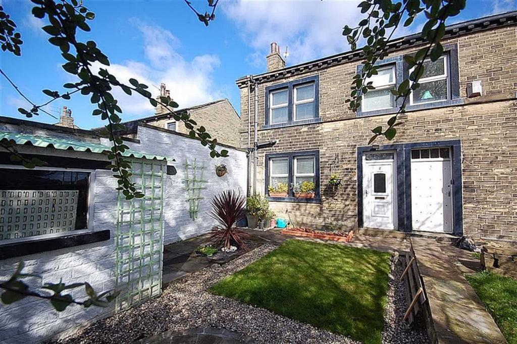 2 Bedrooms Semi Detached House for sale in Withinfields, Southowram, Halifax, HX3