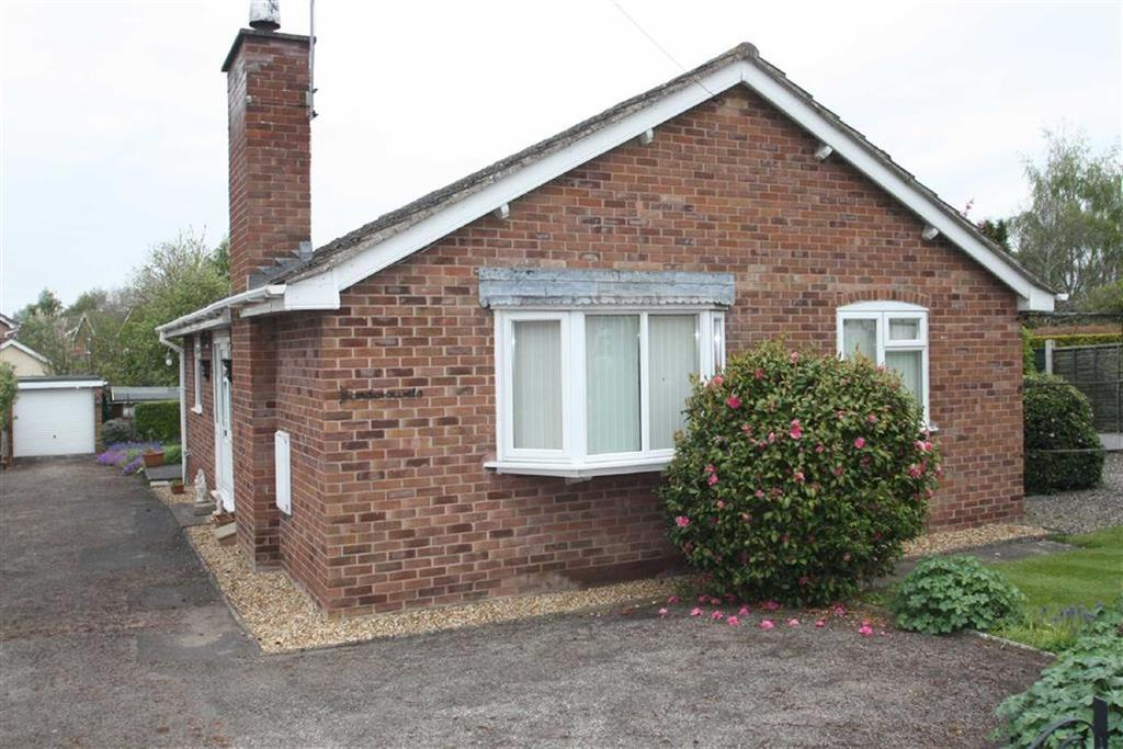 2 Bedrooms Detached Bungalow for sale in Church Street, Ruyton XI Towns, Shrewsbury
