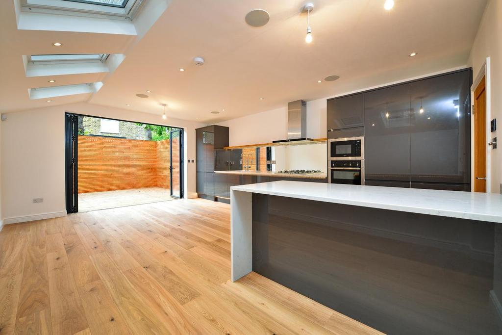 4 Bedrooms Terraced House for sale in Nansen Road, Battersea