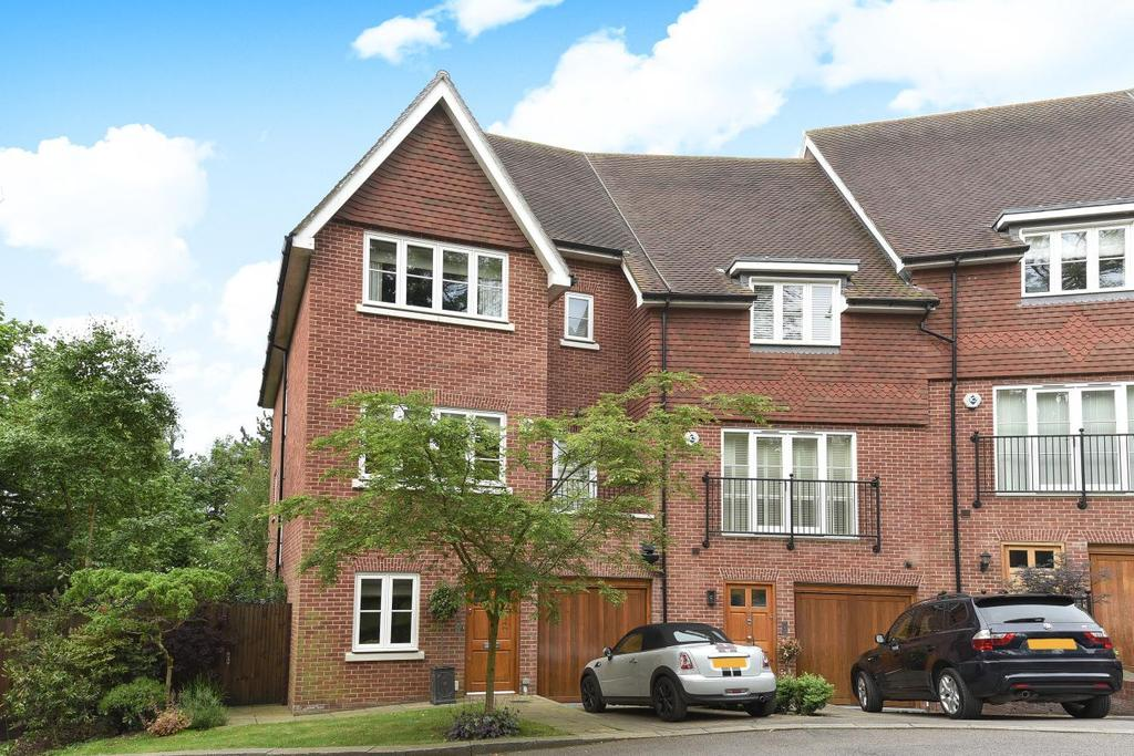 4 Bedrooms Terraced House for sale in Newton Park Place, Chislehurst, BR7