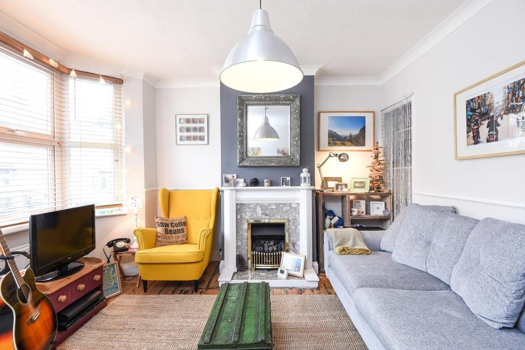 2 Bedrooms Terraced House for sale in Hillside Grove, Southgate, N14