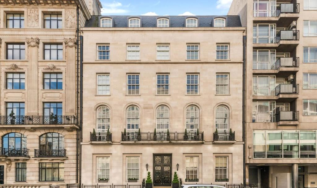 2 Bedrooms Penthouse Flat for sale in Portland Place, Marylebone, London, W1B