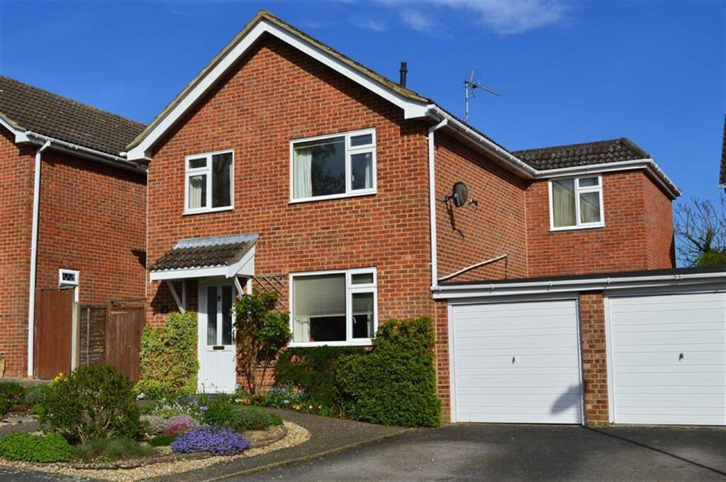 3 Bedrooms Detached House for sale in Hornbeam Way, Wimborne, Dorset