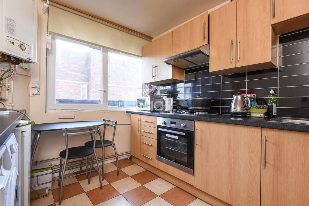 3 Bedrooms Flat for sale in Patmore Estate, Wandsworth, SW8