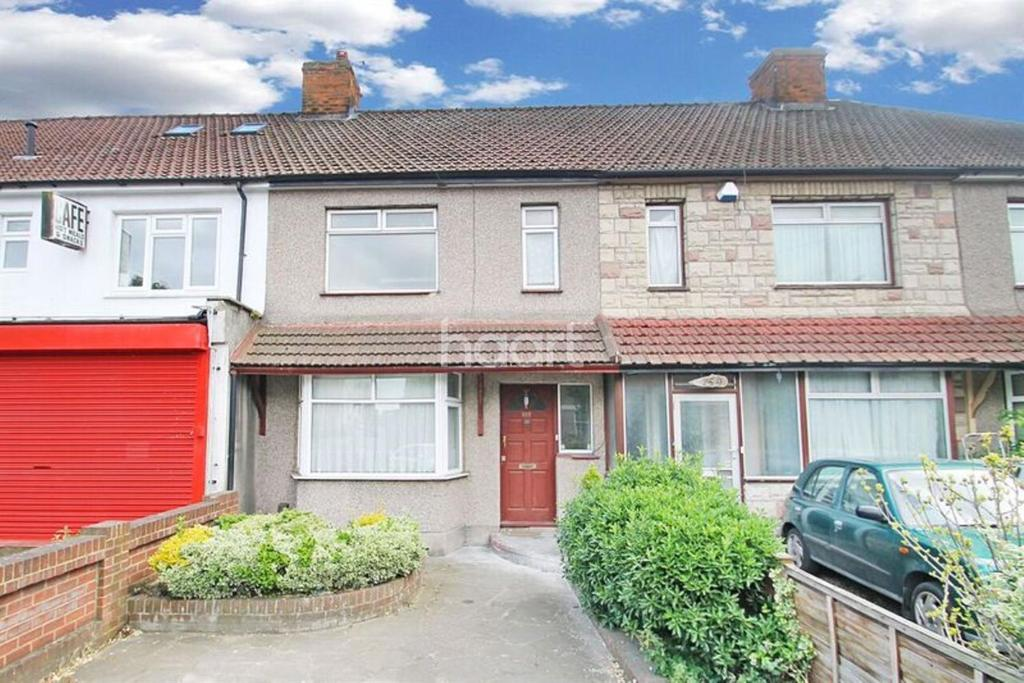 3 Bedrooms Terraced House for sale in Oldchurch Road, Romford