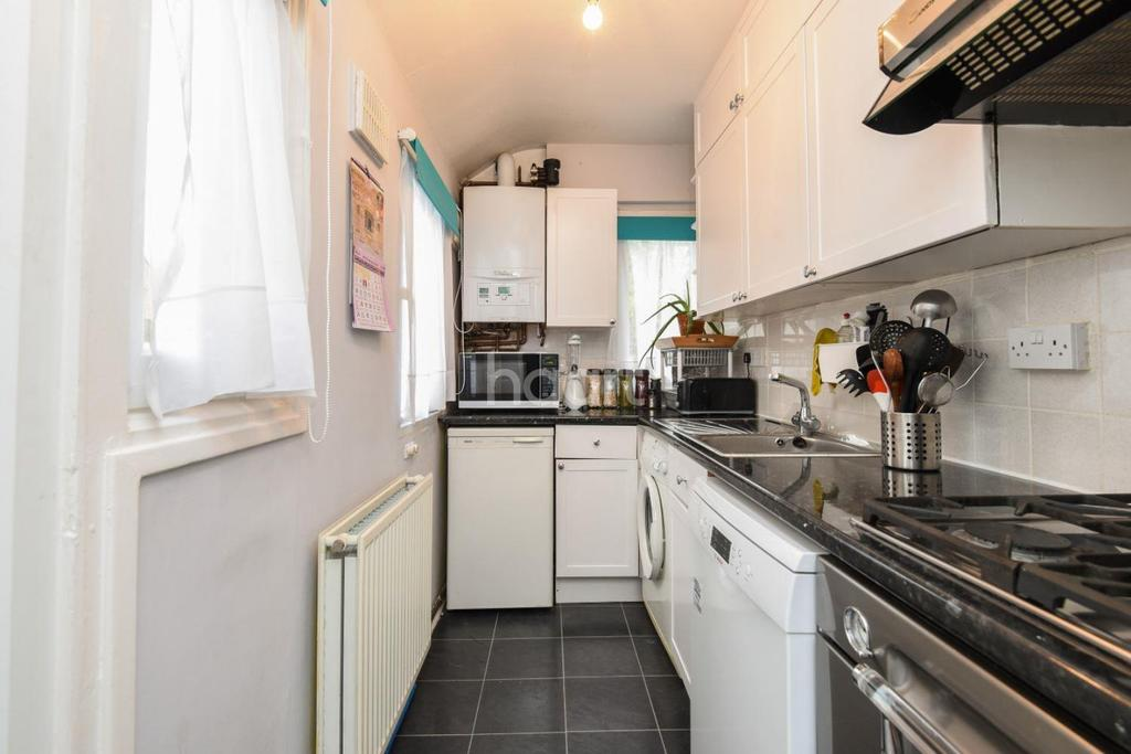 2 Bedrooms Cottage House for sale in Derinton Road, Tooting Bec, SW17