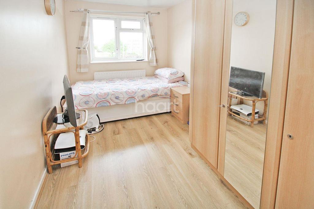 3 Bedrooms Flat for sale in Ibscott Close